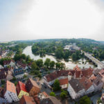 Blick vom Kirchturm der Stadtkirche auf den Neckar