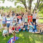 Die Kinderkirche Oberboihingen beim Gottesdienst im Grünen
