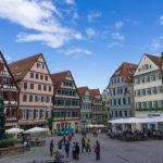 Vor dem Rathaus in Tübingen